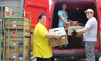 Unimarkt spendet 1 Tonne Lebensmittel an Volkshilfe Flüchtlingsbetreuung