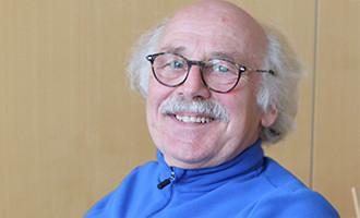 Ehrenamt bei der Volkshilfe: Hubert hilft bei der ArbeitnehmerInnen-Veranlagung