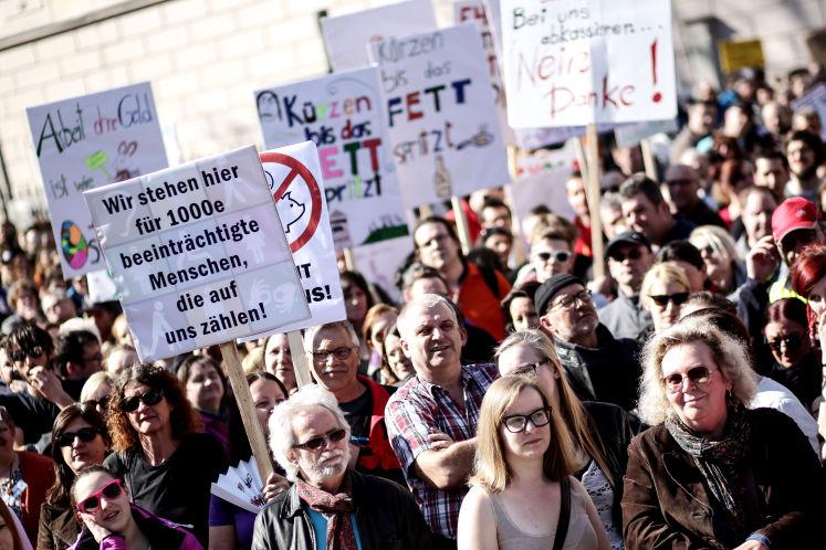 Demo gegen Kürzungen im Sozial-Bereich 2015, Foto: Weihbold